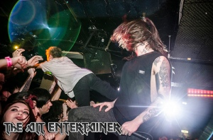 While She Sleeps - Crowd surfing
